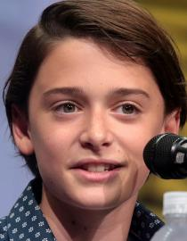 Noah Schnapp Par Gage Skidmore, CC BY-SA 3.0, https://commons.wikimedia.org/w/index.php?curid=61342336